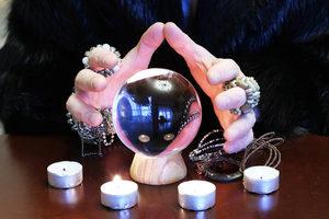 voyance-au-feminin-ch-article-blog-boule-cristal-bougies