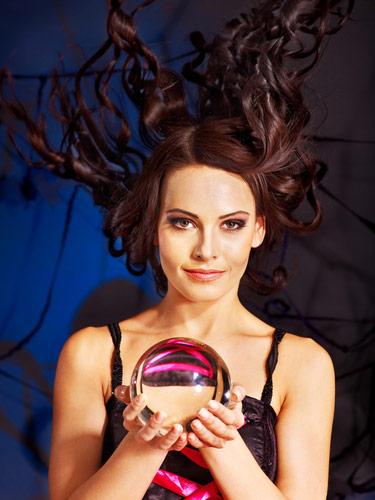 Interroger l'avenir avec la boule de cristal