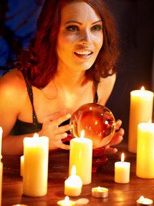 voyance-au-feminin-ch-article-blog-boule-cristal-parapsychologie